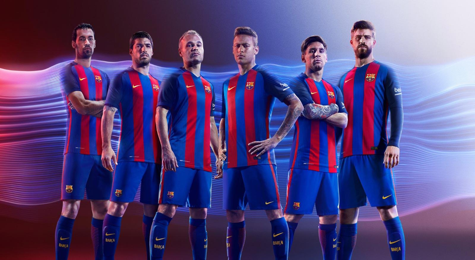 Les Barcelonais avec leur maillot domicile 2016-17 Nike