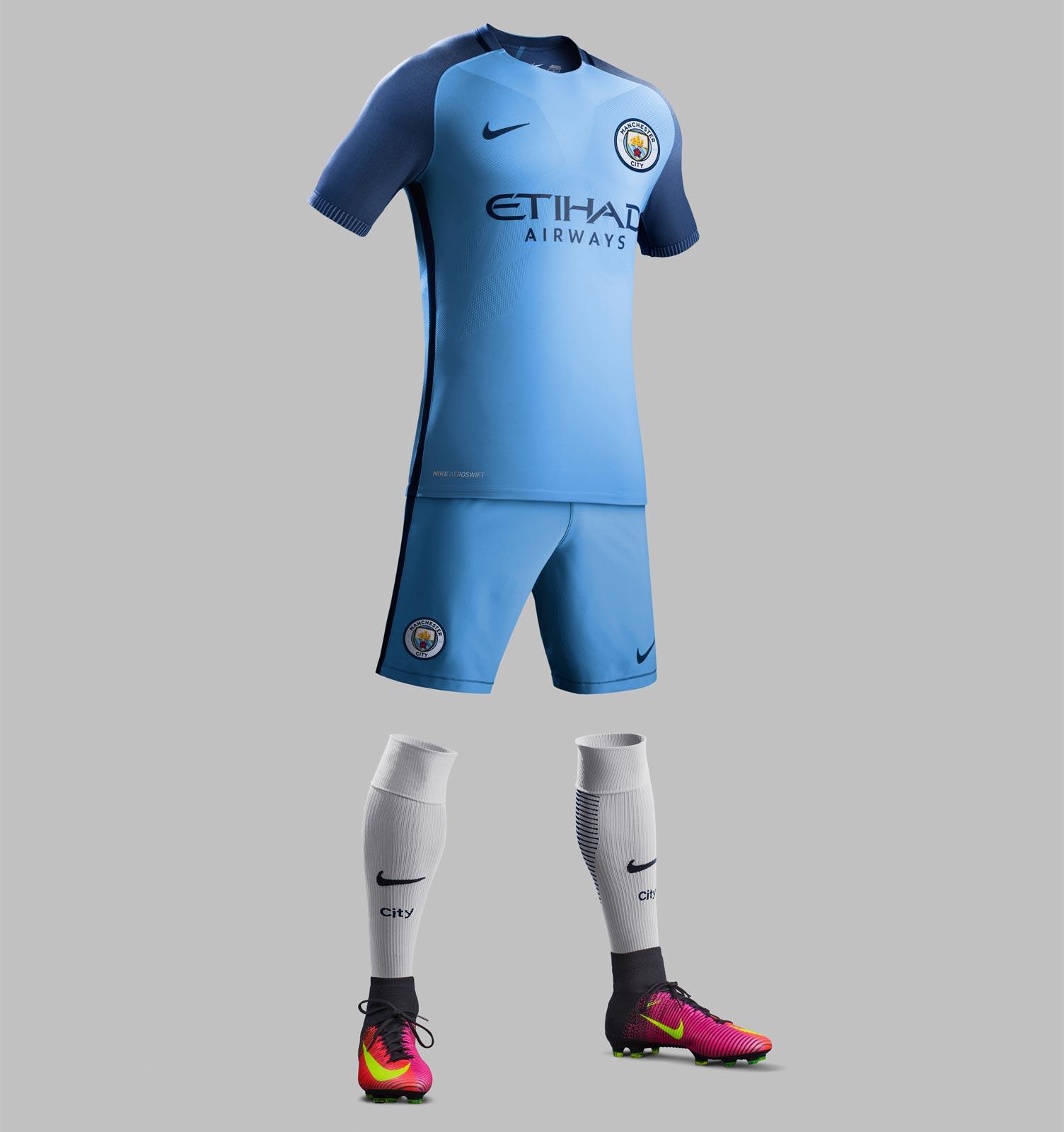 Tenue domicile 2016 - 2017 Manchester City