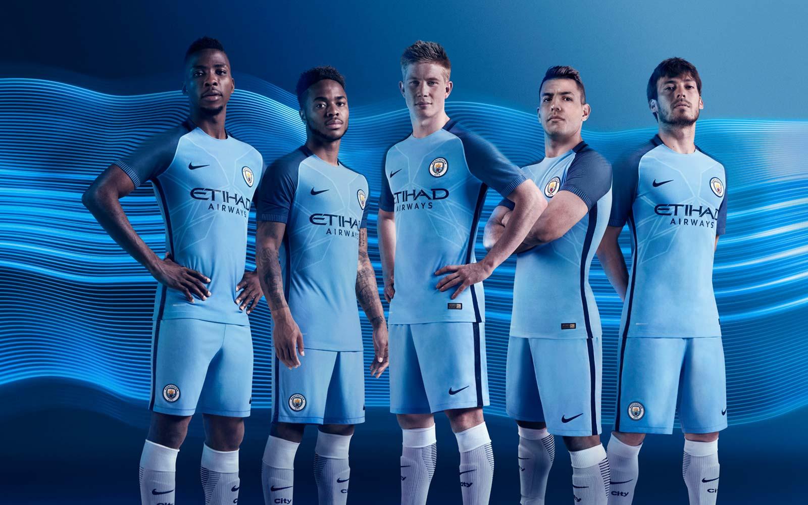 Le maillot domicile 2016 - 2017 Manchester City Nike
