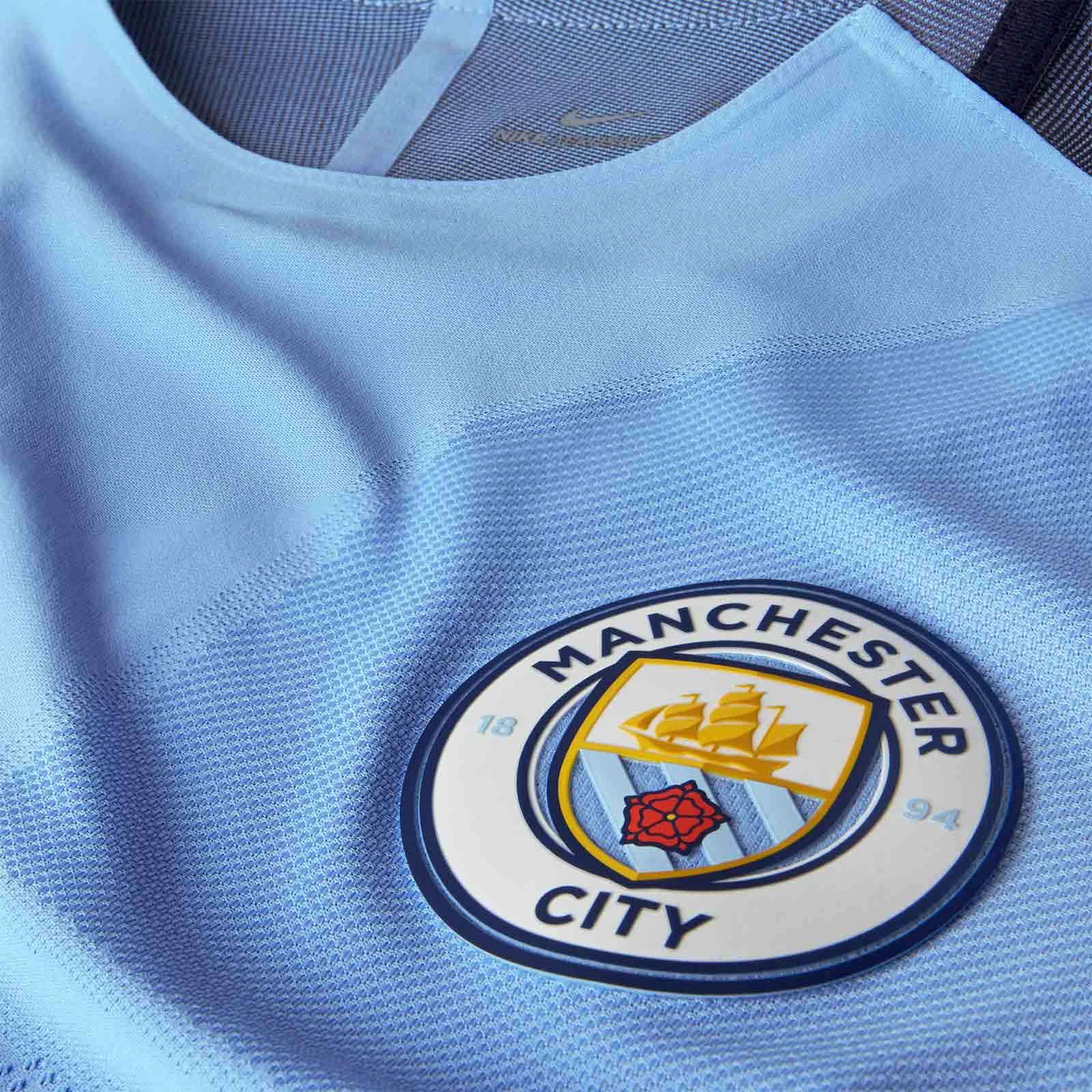 Détail nouveau maillot domicile Manchester City