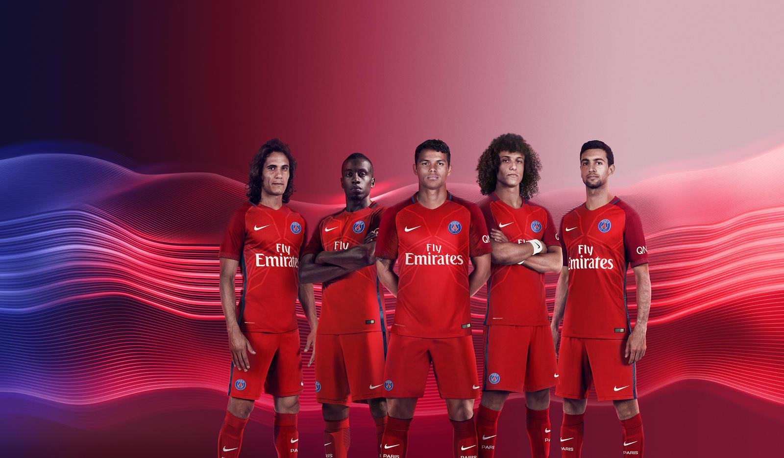 Les Parisiens avec leur nouveau maillot extérieur