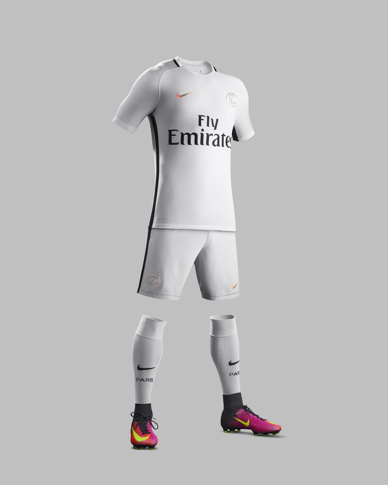 Le troisième maillot du PSG 2016 - 2017
